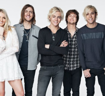 R5 sign with UTA