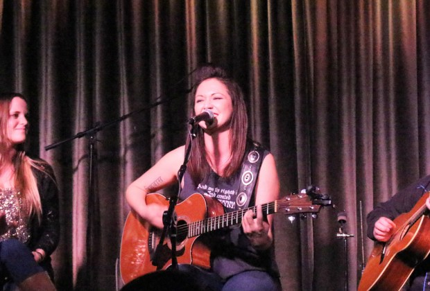 Kris Bradley - live review - photo by Rosario Diaz