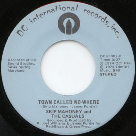 Skip Mahoney & The Casuals – Town Called No-Where (DC International) [7″] '1974