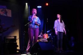 Alma und Sonja singen Glück mit der Alex Sebastian Band