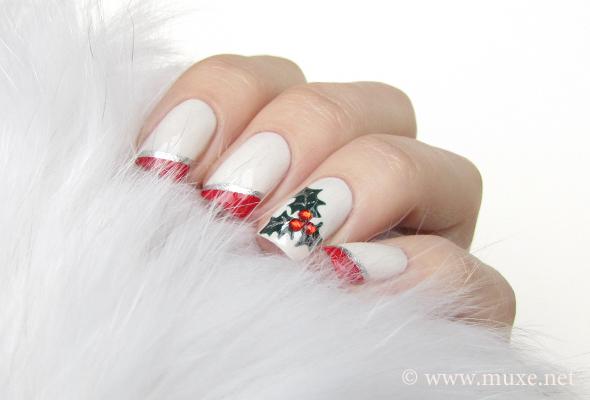 Mistletoe nail design for Christmas