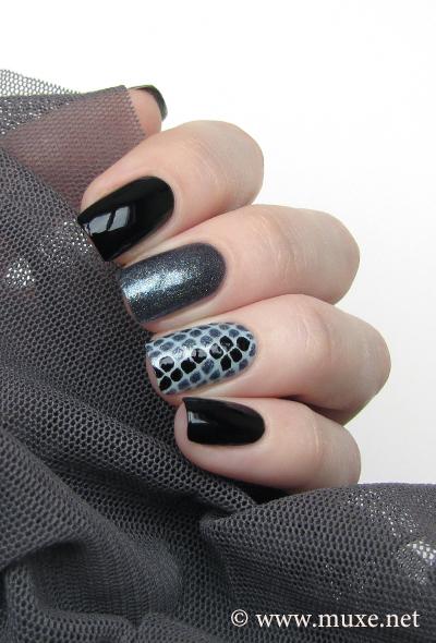 Snake nail design