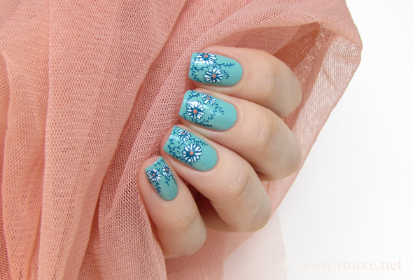 Mint nail art with flowers