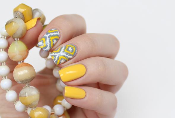 Ikat naills in yellow and grey