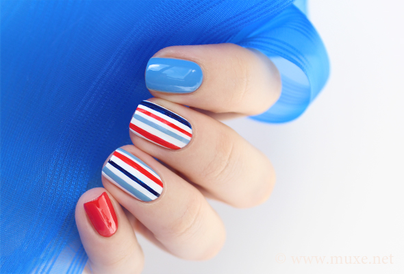 Stripes nails in navy blue and red