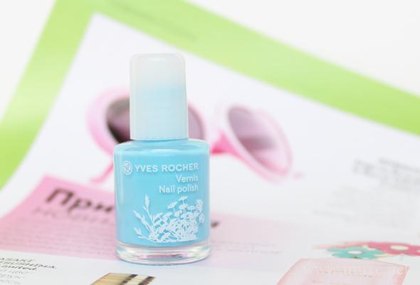 Yves Rocher Luminelle nail polish Bleu Nacre