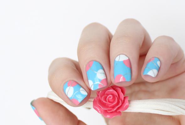 Yves Rocher Bleu Nacre nail polish