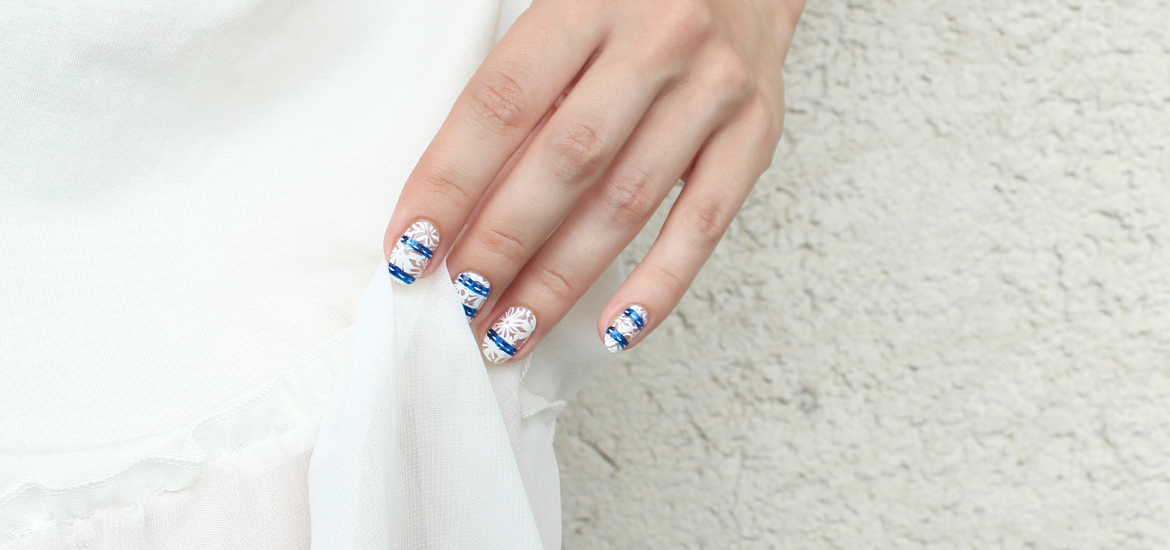 White lace nails design stamped