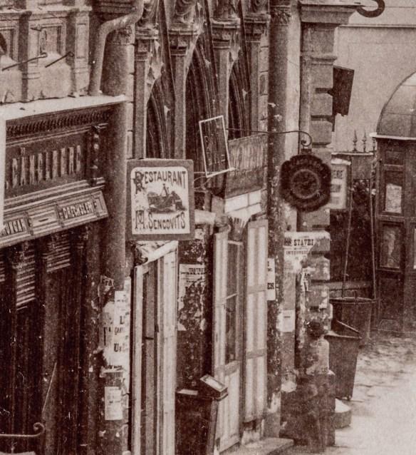 Intrarea in Teatrul Bossel, cu inscriptia BAL deasupra.