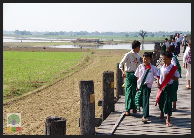 U Bein Teak Bridge - Children - Amarapura - Mandalay - Myanmar (Burma)