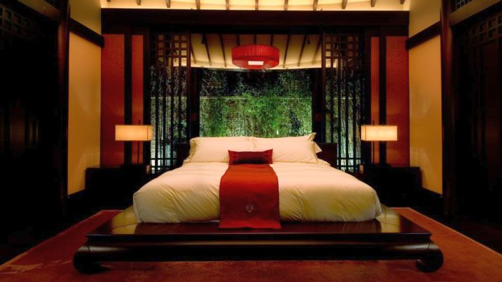 Asian style red and black bedroom for Bedroom ideas japanese style