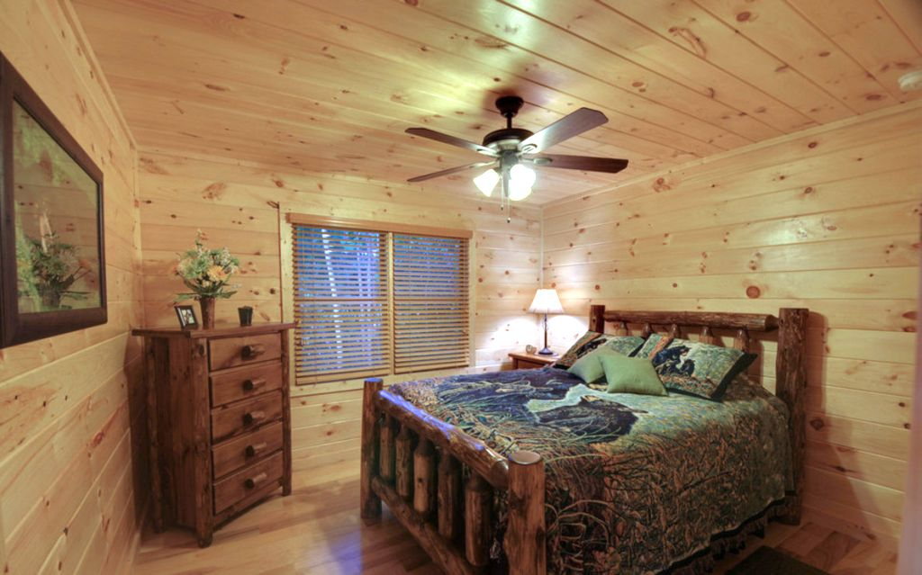 Cabin bedroom decorating ideas for small space for Cabin bedroom designs