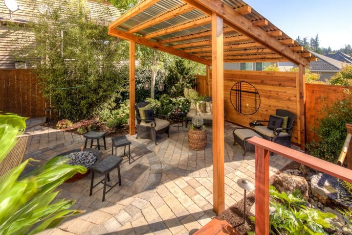 Japanese style backyard with rustic pergola and bamboo for Japanese pergola plans