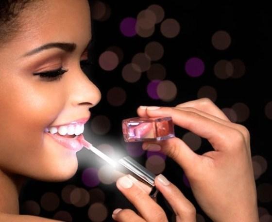 Light up lip gloss