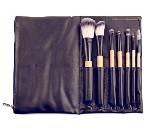 Antonym travel brush set