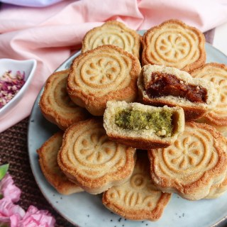 DATE AND PISTACHIO MAAMOUL COOKIES