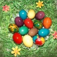 Пъстри великденски яйца