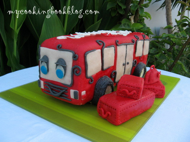 Торта автобус