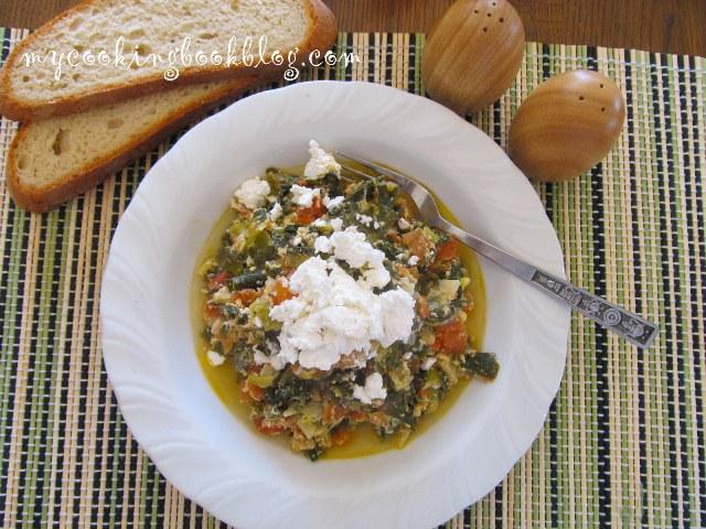 Зелен лук с домати и яйца