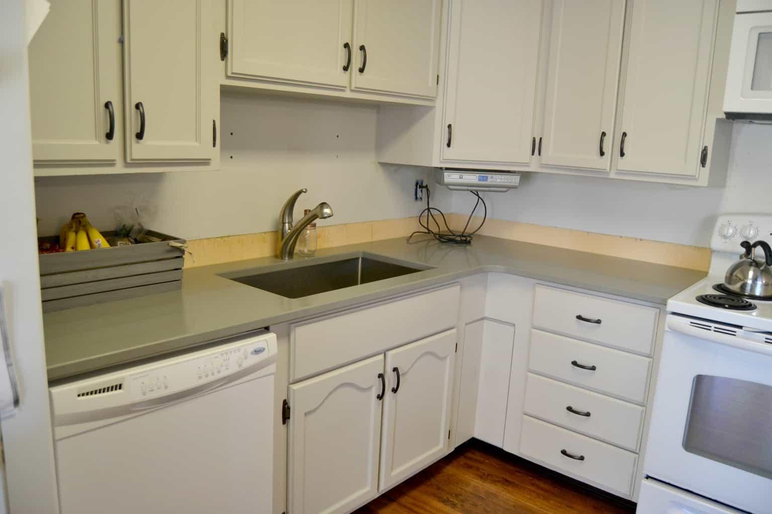 kitchen makeover quartz countertops quartz kitchen countertops Pin this MyCreativeDays com Kitchen Makeover Quartz Countertops