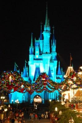 Cinderella_Castle_Christmas_Main_Street