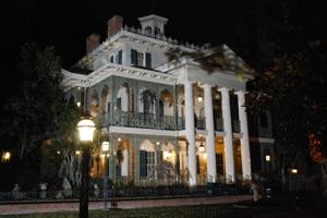 Haunted Mansion - Night - XV-Disneyland Mobile Guide