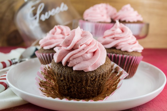 Chocolate Cupcakes with Strawberry Buttercream-13