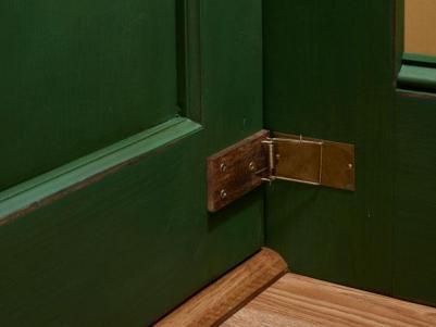 Keep a door closed