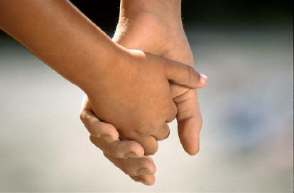 children_holding_hands02 (1)