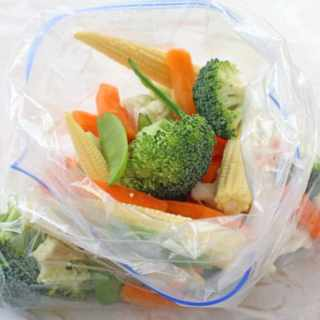 Steaming veggies in the microwave is so quick and easy using my foolproof ziplock bag method! Delicious freshly cooked vegetables that retain all their nutrients in just 3 minutes!