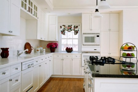 home de kitchen design with white cabinet and island
