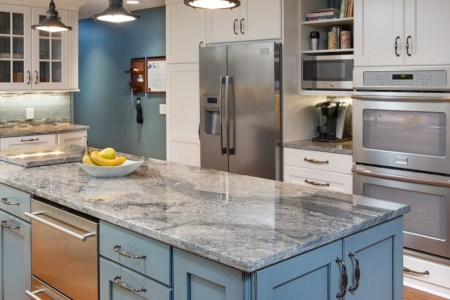 best kitchen cabinet hardware ideas with blue color and granite countertop under hanging lamp