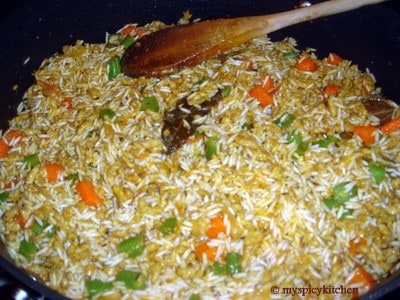 Frying rice for ground chicken pulao