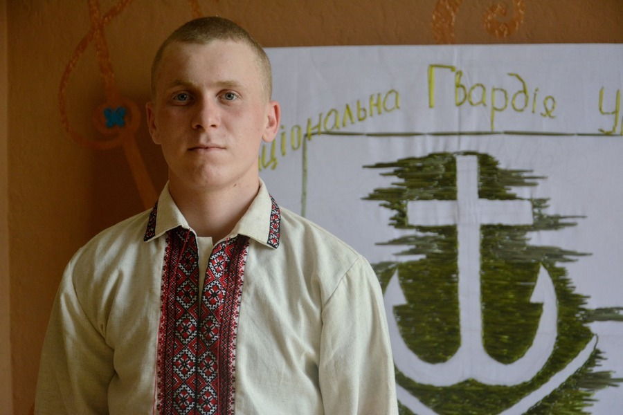 Нацгвардієць з Вінниці вишив півтораметровий герб рідного міста