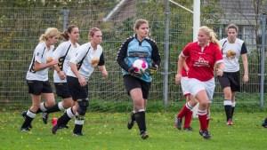 Archief foto uit de wedstrijd tegen Marjola Girls Vr1, gespeeld op 07-11-2015.