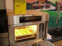 Miele Combi Dampfgarer beim Brotbackvergleich und das Brotbackbuch von Claudia Schmidt