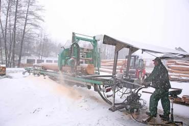 Mobile Säge im Schnee – nominiert für den Thalhoferpreis
