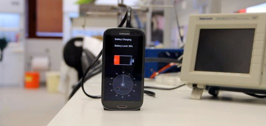30 second phone charging 500x237 30 Second Phone Chargers To Be Available In 2016? [See Video Of How It Works]
