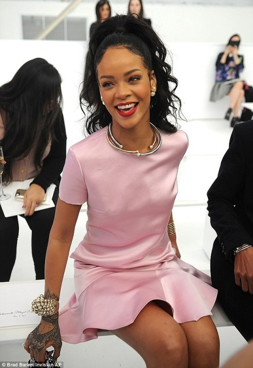 Rihanna now making sense2 500x727 Rihanna Now Making Sense: In Pink Dress at the Dior Cruise Fashion Show