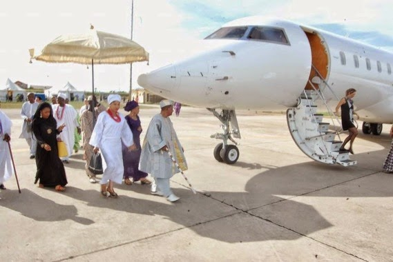116 Alaafin Of Oyo And His Wives Fly Private Jet To Bauchi (Photos)