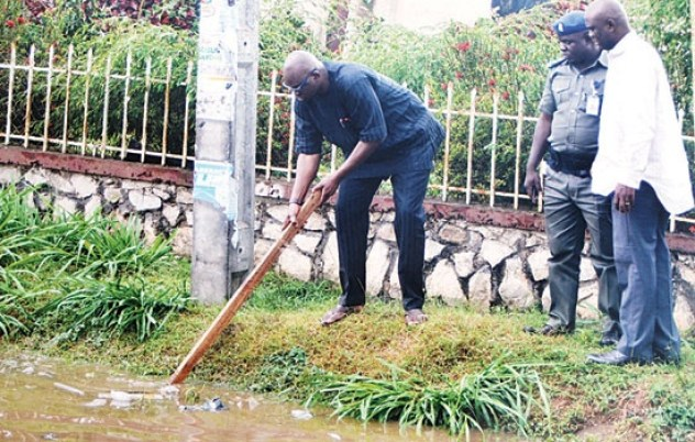 Photos Of Gov. Ayo Fayose Clearing Dirt In A Drainage During Sanitation Exercise [See Photo]