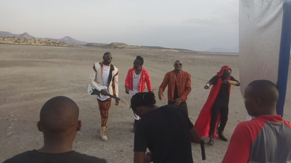 2Baba-Sauti-Sol-Oya-Make-We-Go-Video-Shoot-Naijaloaded-4-600x338