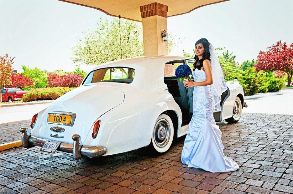 Indian wedding photographer : photography by Naina | 1952 vintage Bentley