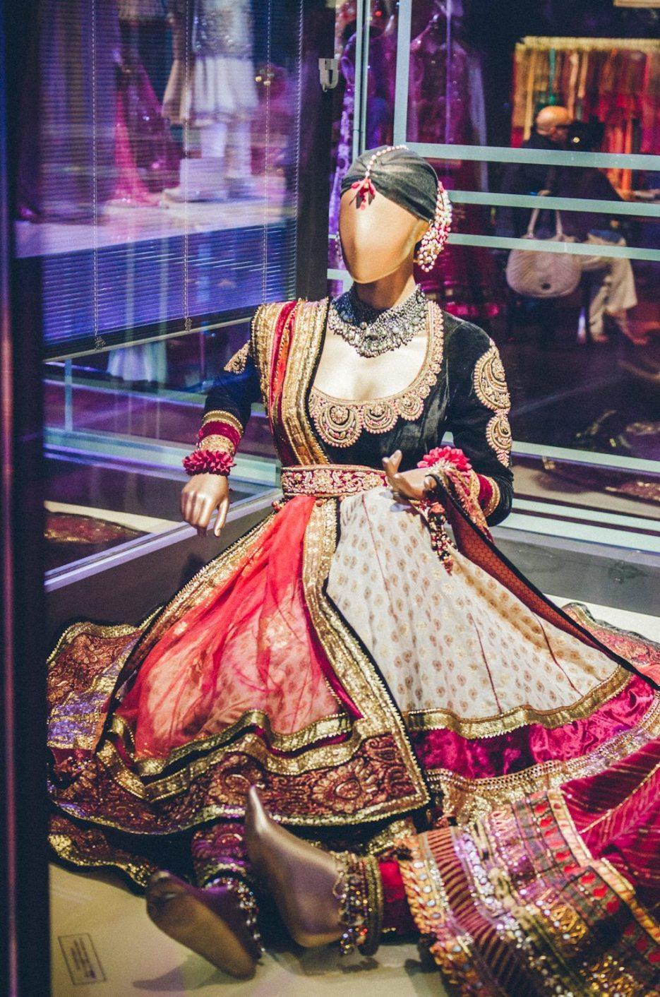Tarun-Tahiliani-Bridal-Couture-Wedding-Wear-Fashion-Designer-Photographer-Naina-Knottytales-36.jpg