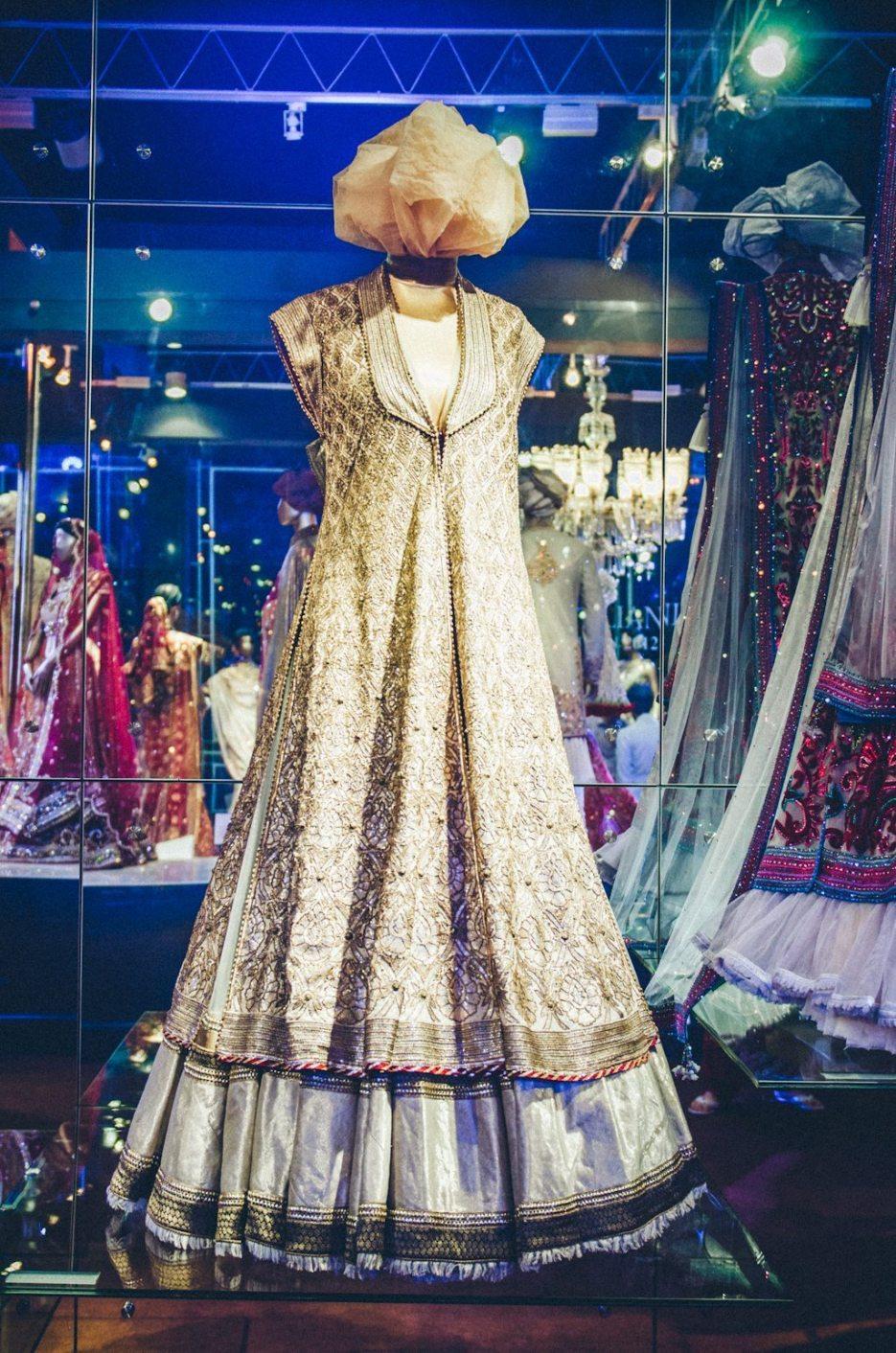 Tarun-Tahiliani-Bridal-Couture-Wedding-Wear-Fashion-Designer-Photographer-Naina-Knottytales-43.jpg