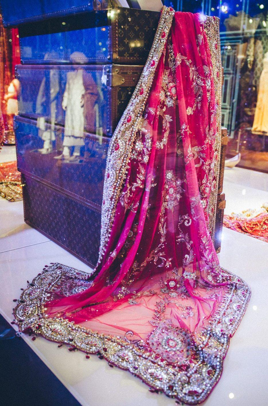 Tarun-Tahiliani-Bridal-Couture-Wedding-Wear-Fashion-Designer-Photographer-Naina-Knottytales-46.jpg