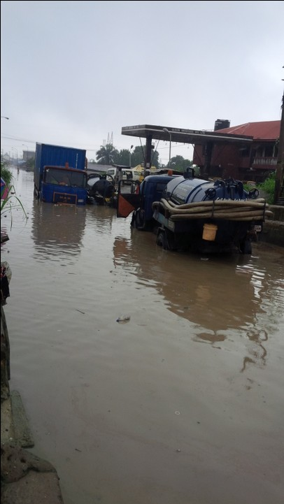 mynaijainfo.com/see-the-deplorable-state-of-aba-roads-after-the-7-days-rain-photos