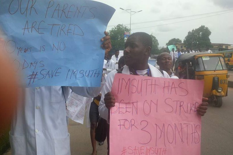 mynaijainfo.com/student-doctors-protest-bad-state-of-imo-state-university-teaching-hospital-in-owerri