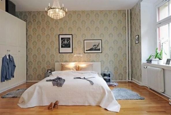 žemiškų spalvų tapetai miegamojo interjere