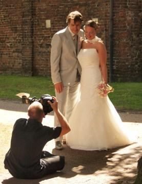 Aan het werk tijdens een huwelijksreportage in Groningen
